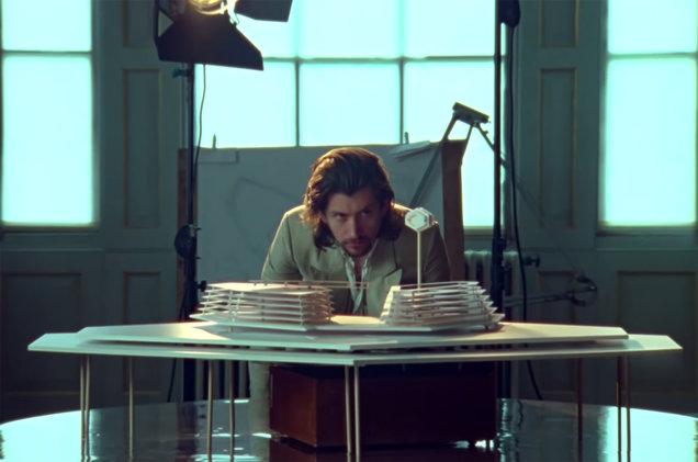 Arctic-Monkeys-Four-Out-Of-Five-screenshot-billboard-1548.jpg
